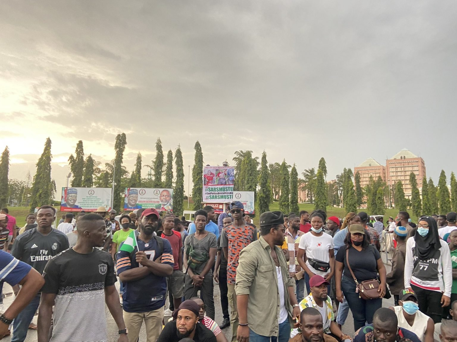 END SARS : Abuja Protesters Storm National Assembly Under The Rain (Video)