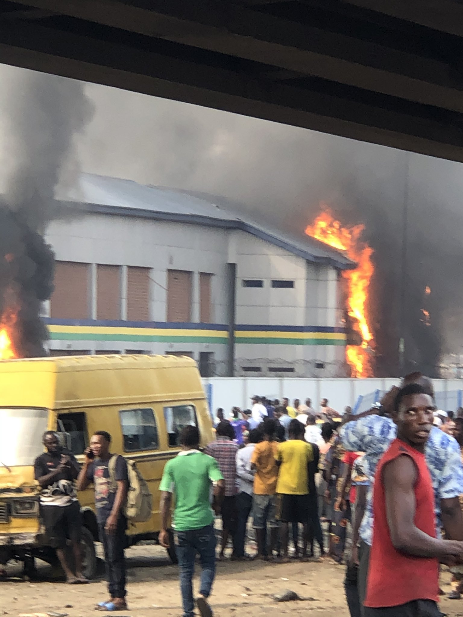End SARS Photos : Orile Igamu Police Station On Fire