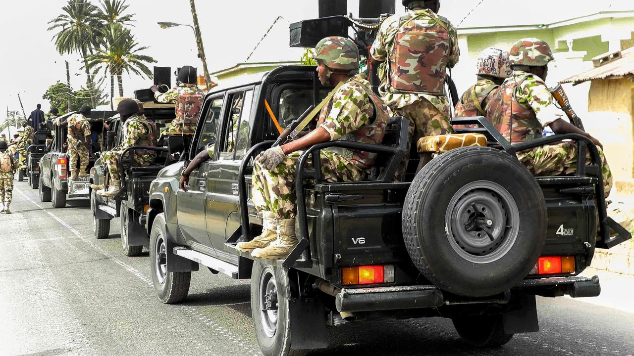 VIDEO : Soldiers Beat A Lady Over Indecent Dressing In Ibadan