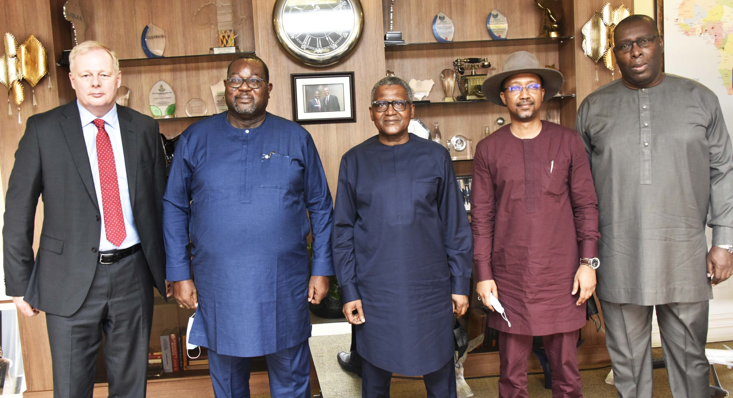 Experts laud FEC approval of NNPC's acquisition of 20% stake in Dangote Refinery